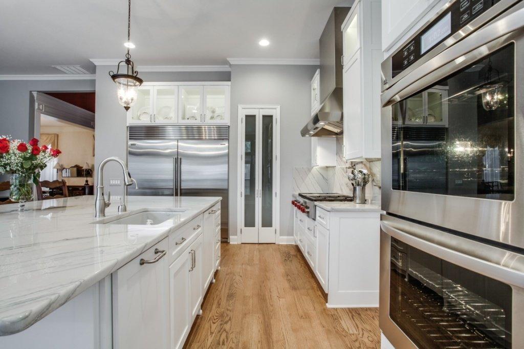Countertop trends for transitional design 972 377 7600 for Lavish kitchen designs