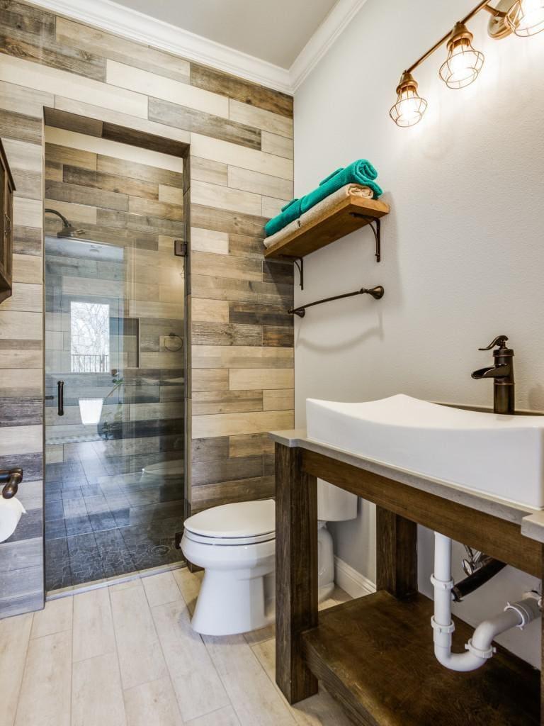 custom home rustic bathroom