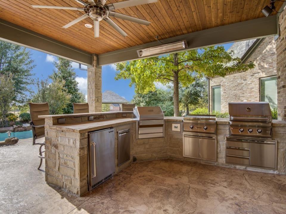 Outdoor Entertainment - Outdoor kitchen area
