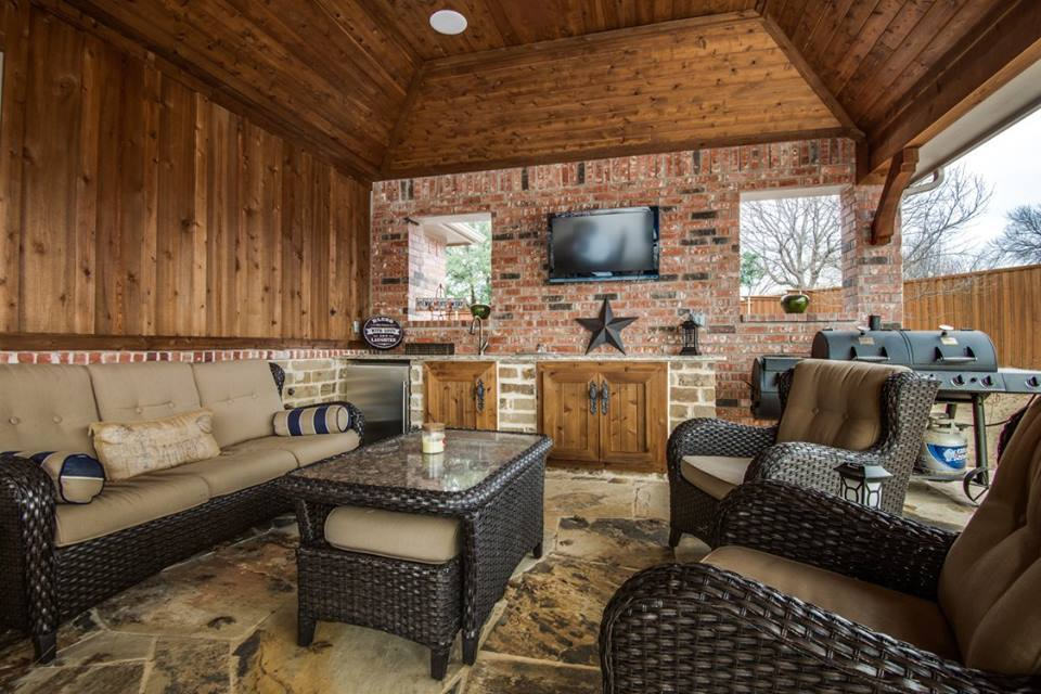 Outdoor Entertainment - outdoor living space with wet bar