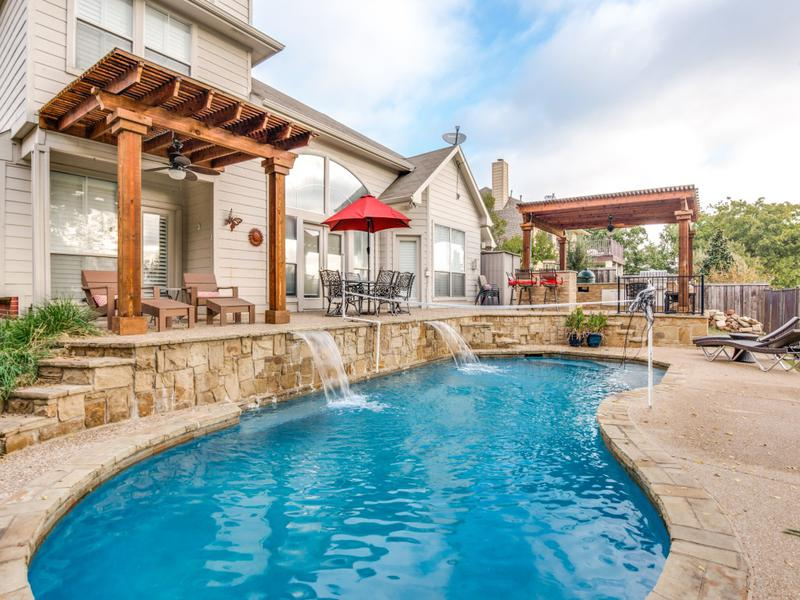 Outdoor Entertainment - outdoor living space with pool
