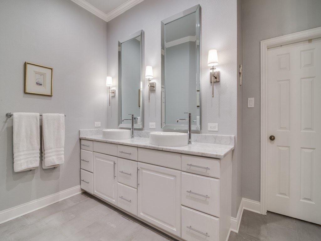 Modern Luxury Master Bath