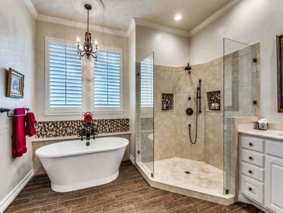 traditional master bathroom in dallas, tx