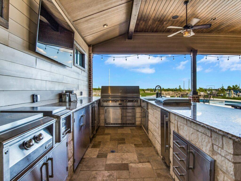 Outdoor Entertainment - Outdoor Kitchen