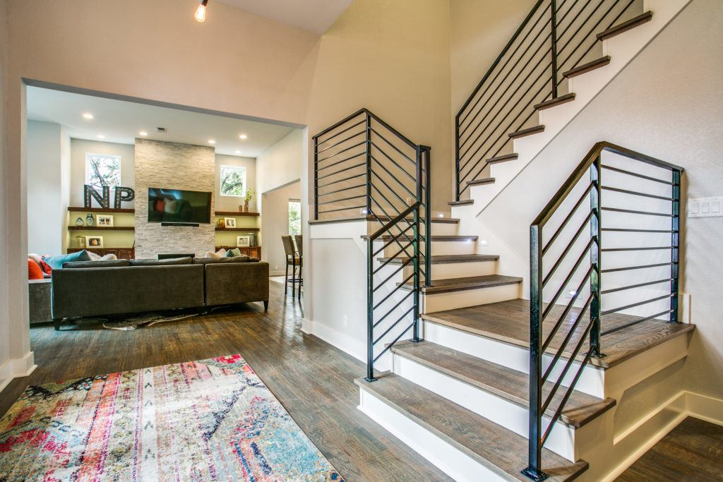 choosing a contractor - front entryway with stairs