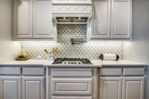 kitchen design trends - kitchen cabinets with no hardware and statement backsplash